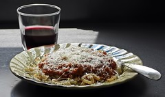 Pad Thai Noodles With Vegetarian Meat Sauce (☼☼ Jo Zimny Photos☼☼) Tags: lunch padthainoodles glutenfree plate pasta sauce fork glass redwine cheese romano gmofreecheck fakemeattaste sustainableprocessedfood impossibleburger hypeorreal righttoknow usafoodtrends pastasaucepeaprotein 20172019 analoguefood