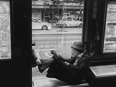 Constantly comfy (Rob Pearson-Wright) Tags: street streetphotography bw black white blackandwhite candid iphone iphone7plus shotoniphone london uk people man hat comfy