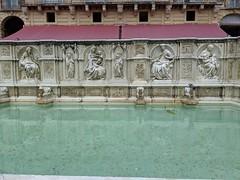 Fonte Gaia (Ryan Hadley) Tags: piazzadelcampo ilcampo piazza square siena tuscany italy europe worldheritagesite fontegaia fountainofjoy fountainoftheworld fountain sculpture art