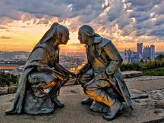 Staring contest - and GO! (WTW Pics) Tags: statue washington guyasuta pittsburgh pennsylvania sunrise rivers cityscape clouds cloudy beautiful googlepixel2 cellphone