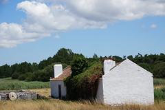 Abandonnée (hans pohl) Tags: portugal sesimbra meco houses maisons abandonné abandoned architecture paysages landscapes nuages clouds