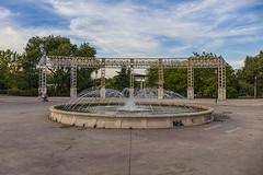 Templete de Pradolongo (lebeauserge.es) Tags: madrid usera parque pradolongo templete plaza fuente cielo nubes