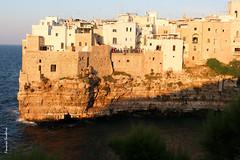 Polignano a Mare (francescasmal) Tags: polignano strapiombo roccia mare abitazioni luce ombra