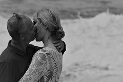 Le baiser (Vicky Bella) Tags: baiser kiss ocean sea plage mer passion couple homme femme man woman love happiness bonheur amour tendresse chaud hot romantic romantique frenchkiss amoureux lovers