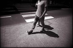 Vous avez perdu la tête (Gauthier V.) Tags: toycamera wideangle street urbain filmphotography blackwhite bruxelles régiondebruxellescapitale belgium vivitarultrawideslim