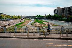 Crossing Kamo River (hapePHOTOGRAPHIX) Tags: 392jpn asia asien fluss fujixe3 honshu honshū japan japón kioto kyoto kyotoprefecture kyōto natur prefecturadekioto präfekturkyōto ungesättigt dsplyys grau hapephotographix 京都市 京都府 本州 kyōtoshi kyōtofu