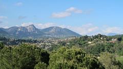 Provence (Bogdan J.S.) Tags: europa europe francja france prowansja provence krajobraz landscape sceneria scenery góry mountains saintpauldevence rośliny plants horyzont horizon skyline chmury clouds