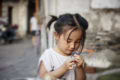 Little China Girl (Gio_guarda_le_stelle) Tags: girl portrait chinese street china little changzhou travel life viaggio bello music emozione
