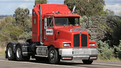 Yass Bound (1 of 10) (Jungle Jack Movements (ferroequinologist) all righ) Tags: peterbilt 281 ford 9000 t400 f k120 white atkinson 4870 for ltl riverina fragile freighters international 8000 c1800 cd140 dodge d5n 300 series table top flat bed flatbed tray highway hauling haulin hume sydney 2019 yass classic historic vintage veteran vehicle hp horsepower big rig haul trucker drive transport lorry hgv semi trailer cargo interstate load freighter ship motor engine power teamster tractor prime mover diesel cab usa england hard hotties older