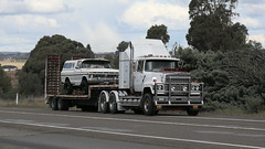 Yass Bound (4 of 10) (Jungle Jack Movements (ferroequinologist) all righ) Tags: peterbilt 281 ford 9000 t400 f k120 white atkinson 4870 for ltl riverina fragile freighters international 8000 c1800 cd140 dodge d5n 300 series table top flat bed flatbed tray highway hauling haulin hume sydney 2019 yass classic historic vintage veteran vehicle hp horsepower big rig haul trucker drive transport lorry hgv semi trailer cargo interstate load freighter ship motor engine power teamster tractor prime mover diesel cab usa england hard hotties older