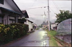 (✞bens▲n) Tags: pentax lx natura 1600 fa 43mm f19 limited film analogue road street evening gunma japan landscape houses reflection light
