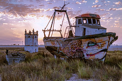 Good morning Cabo de gata ...., Buenas dias Cabo de gata....... (Joerg Kaftan) Tags: barcos boats amanecer sol abandonado salvaje dawn sun abandoned wild landscape paisajes nubes cielo