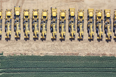 Mechanical Harvesters (Aerial Photography) Tags: by keh ndb 25juni2019 25062019 5sr65120 ackerbau bavaria bayern braun ernte farbe fotoklausleidorfwwwleidorfde gelb grün herrngiersdorf industrietechnik industrieundtechnik landmaschinen landwirtschaft luftaufnahme luftbild p2 reinigungslader schwarz sittelsdorf vglangquaid zuckerrüben zuckerrübenernte aerial agriculturalmachine agriculture black brown color colour green harvesting implement industry industrytechnology industryandtechnology negro outdoor technology verde yellow herrngiersdorflkrkelheim bayernbavaria deutschlandgermany