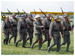 Meeting du centenaire Meaux-Esbly 2018 (Aerofossile2012) Tags: meaux esbly airshow meeting 1418 ww1 wwi grandeguerre 2018 reenactors reconstituants uniform uniforme german allemand people défilé