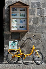 Umbria: Orvieto, rental bicycle (Henk Binnendijk) Tags: italy italia italië umbria umbrië umbrie bicycle bike fiets fahrrad bicyclette vélo orvieto rentme sign rental