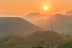 _Y2U5501-03.3.1214.Đèo Cón.Thu Cúc.Tân Sơn.Phú Thọ (hoanglongphoto) Tags: asia asian vietnam northvietnam northernvietnam landscape scenery vietnamlandscape vietnamscenery sunset sunny mountain sky redsky flanksmountain canon canoneos1dx tâybắc phúthọ tânsơn thucúc đèocón ql32b phongcảnh nature thiênnhiên hoànghôn mặttrời núi sườnnúi dãynúi bầutrời bầutrờimàuđỏ hoànghônvùngnúi vietnammountainouslandscape sierra