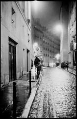 street after dark (Lara Kantardjian) Tags: bw analogue film analog summitar leicaiiia