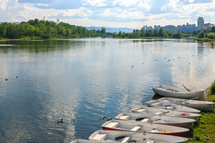 At the bank of Yenisei river in Krasnoyarsk city (man_from_siberia) Tags: siberia russia сибирь россия 2019 krasnoyarsk красноярск лето июнь summer june canon eos 5d dslr canoneos5d canon5d canon5dclassic fullframe canonef40mmf28stm pancakelens primelens yenisei river riverside riverbank water boats енисей река вода лодки берег