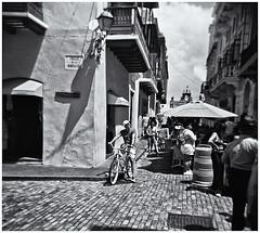 Lomography (Samy Collazo) Tags: lomo lomography lomografia holga holga120n kodakbw400cnexp2007 kodakd76 fotografiacallejera streetphotography sanjuan oldsanjuan viejosanjuan puertorico bn bw niksilverefexpro2 lightroom3