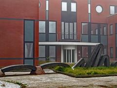 Iets met kunst (Merodema) Tags: building city stad kunst art sculpture gebouw modern stadsleven