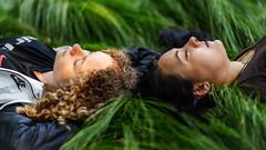 Sisters - Geschwister (ralfkai41) Tags: portrait entspannung girls sisters outdoor menschen porträt human geschwister mädchen