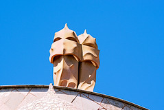 La Pedrera - detail (Fnikos) Tags: sky cielo building architecture construction facede decor decoration wall shadow shadows modernismo gaudí antonigaudí outside outdoor