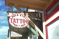 HULA GIRL TATOO (sswj) Tags: tatoo tatooparlor pria maui hawaii sign signage hulagirltatoo fullscreen leica dlux4 availablelight naturallight existinglight scottjohnson composition streetphotography