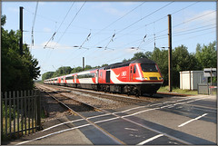 43206, Lolham Bridges (Jason 87030) Tags: class43 powercar vermin lner lolhambridges highsppedtrain intercity125 express service passenger leeds kingsx kingscross red white swoosh lines tracks crossing barriers road railway ecml eastcoast mainline tren train diesel june 2019