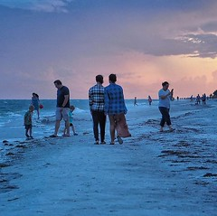 #latergram #nationalcameraday #olympuspenf #olympusinspired #sunsetlovers #beachwalk #couples #dusk #idontknowthem #decisivemoment #sanibelbeaches #sanibelisland #microfourthirdsgallery #mirrorlessphotography #blueandpink #olympuspen (Sivyaleah (Elora)) Tags: sanibel island florida sunset cloud beach ocean sea waves blue couple people olympus penf vacation june 2019
