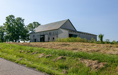 Jennings Barn — Colerain Township, Ross County, Ohio (Pythaglio) Tags: ohio unitedstatesofamerica kingston road roof building grass metal barn altered weeds doors structure historic coleraintownship agriculture addition jennings outbuilding rosscounty hallsville threebay verticalboards
