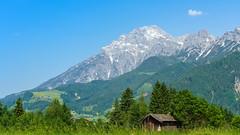 Alpen-Blick (KaAuenwasser) Tags: hütte wiese gräser gras pflanzen holz wald wälder berg berge alpen schnee stein steine felsen dorf dörfer österreich himmel landschaft häuser haus 2019