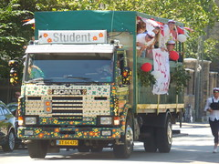 Flower power 1990 Scania 280 BT65475 carries new high school graduates around Copenhagen (sms88aec) Tags: flower power 1990 scania 280 bt65475 carries new high school graduates around copenhagen
