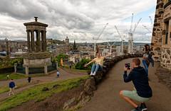 Edinburgh / Calton Hill / View from Observarory House (Pantchoa) Tags: édimbourg ecosse caltonhill observatoire pointdevue dugaldstewartmonumenr architecture ville photographe couple femme homme touristes nuages ciel grues photovolée parc calton téléphone