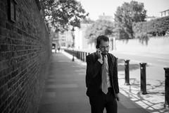 Phone Wall (Foto John) Tags: leica leicammonochrom246 leicammonochromtyp246 summiluxm35mmƒ14asphfle rangefinder streetphotography people man mobilephone wall kensingtonpalace london uk blackandwhite blackwhite bw monochrome zwartwit