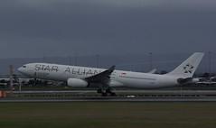 Singapore Airlines Star Alliance (barnettmark39) Tags: 9vstu a330 perthairport