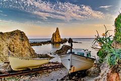 The Jetty of sirens reefs....., El Embarcadero de arrecifes de las sirenas....... (Joerg Kaftan) Tags: barcos arrecife agua mar nubes sol cielo rocas embarcadero raíles boats reef water sea clouds sun sky rocks jetty rails