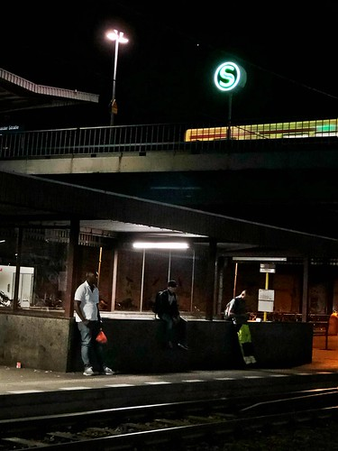 The nightly waiting for the Berlin public transport.