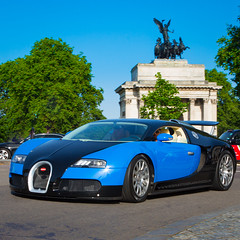Bugatti Veyron - London Hyde Park Corner (iesphotography) Tags: bugatti veryon supercar sportscar luxury millionaire car auto money rich awesome supercarslondon londoncars londonsupercars automobile uk hydepark parklane kensington