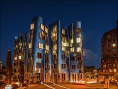 hot summer night (norbert.karow) Tags: motive blauestunde architektur profanbauten gehrybauten düsseldorf