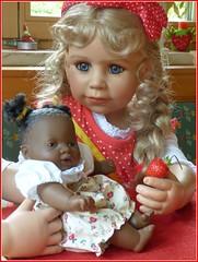 Puppenmama Bärbel / Doll mother Bärbel (ursula.valtiner) Tags: puppe doll bärbel künstlerpuppe masterpiecedoll alora babypuppe erdbeere strawberry