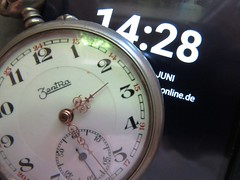 Zeitvergleich (hussi48) Tags: uhren zeit zeitvergleich uhrenvergleich 1428 macro zentra taschenuhr watch lookingcloseonfriday
