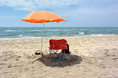 The-place-to-be (RS...) Tags: camargue mer sea plage beach canicule parasol nikon1 v2