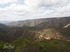 Baviaanskloof (Jan-Krux Photography - thx for 5Mio+ views) Tags: baviannskloof combrinks pass mountains berge gebirge easterncape ostkap southafrica suedafrika afrika africa olympus omd em1 olympus1240mmf28 landscape landschaft adventure abenteuer 4x4 offroad jeep cherokee sport kj liberty 37l travel reisen strasse road r332