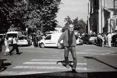 Place René Duquaire. (brumpicts) Tags: photographiederue streetphotography photographieurbaine urbanphotography noiretblanc blackandwhite argentique analogphotography kodaktmax rolleiprego125 placerenéduquaire 38230 pontdechéruy isère auvergnerhônealpes france lyonurb brumpicts frédéricbrumby
