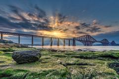 Firth of Forth - Rock (Robert Schöller) Tags: nikond850 southqueensferry schottland vereinigteskönigreich firthofforth sunset sunbeams hdr aurorahdr2019 bridge architecture