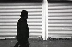 (ElDisparoRevelado) Tags: blackandwhite bw blancoynegro film monochrome analog 35mm streetphotography ishootfilm 35mmfilm filmcamera ilford analogphotography bnw filmphotography filmisnotdead ilfordpan konicasii fotografiadecalle fotodecalle bnwphotography filmcommunity believeinfilm filmphotographic photofilmy shootfilm filmfeed staybrokeshootfilm thefilmcommunity