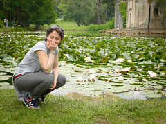 6073 - Manu and the waterlilies (Diego Rosato) Tags: manu emanuela ninfea water lily stagno pond parco park giardino garden inglese english caserta reggia realm royal palace palazzo reale ritratto portrait fuji x30 rawtherapee