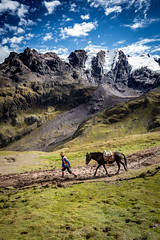 Catch me! (Luis Sousa Lobo) Tags: 738a1836 peru peruvian horse rainbow mountain montanha andes people nature landscape canon 5d marv iv 17840