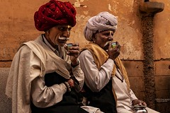 Chai. Pushkar. Rajasthan. India. (Tito Dalmau) Tags: street portrait men chai turbans red white rose wall yellow seat pushkar rajasthan india