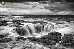 Thor's Well (Louis Curtis) Tags: unitedstates northamerica oregon yachats thorswell 2019 louiscurtisphotography beach waves surf rocks hole horizon coast whitecaps shoreline nikon nikon2470mmf28lens fx nikond850 nikonshooter nikonian nikonister digital dslr camera nature scenic landscape oceanscape sky cloud clouds cloudy daylight bnw bw blackwhite water ocean saltwater